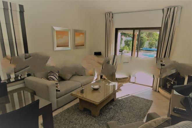 Vale do Garrao Town House Sleeps 4 with Pool and Air Con - 5737787, location de vacances à Vale do Garrao