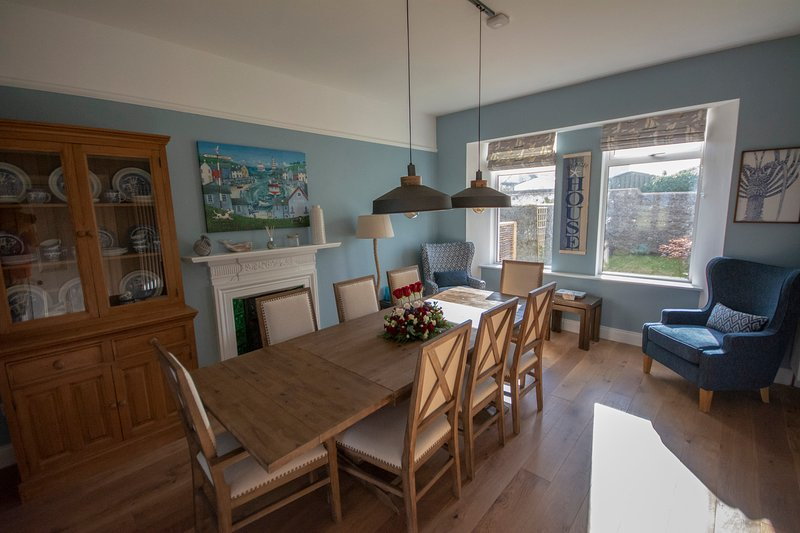 Beautifully Restored Cable Station Holiday Home in Waterville, Ferienwohnung in Ballinskelligs