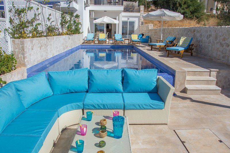 Dalora - Stunning 3 bed en-suite duplex with private pool and views of the bay., holiday rental in Kalkan