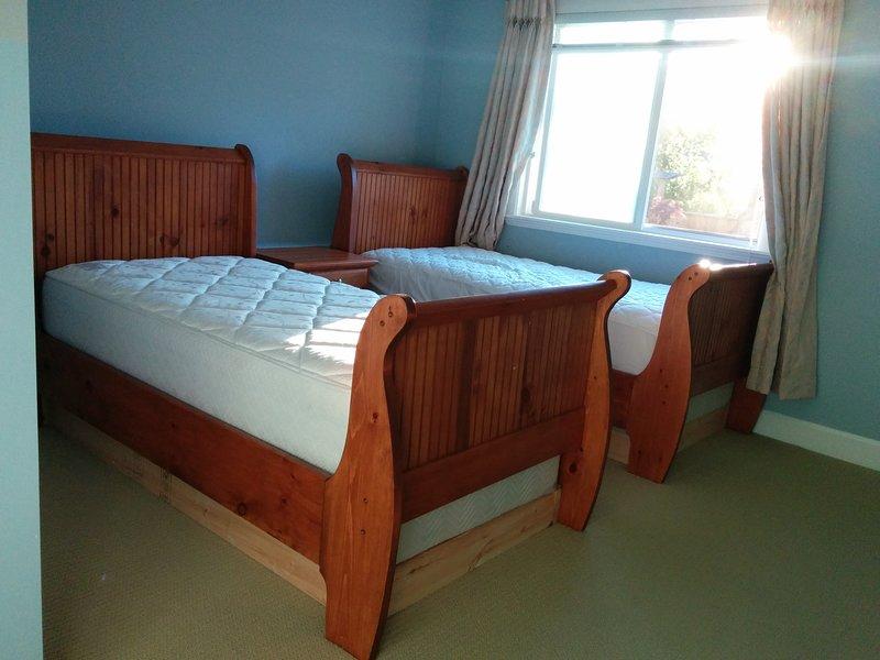 beautiful large 3 bedroom suite king size bed updated 2019 surrey vacation rental. Black Bedroom Furniture Sets. Home Design Ideas