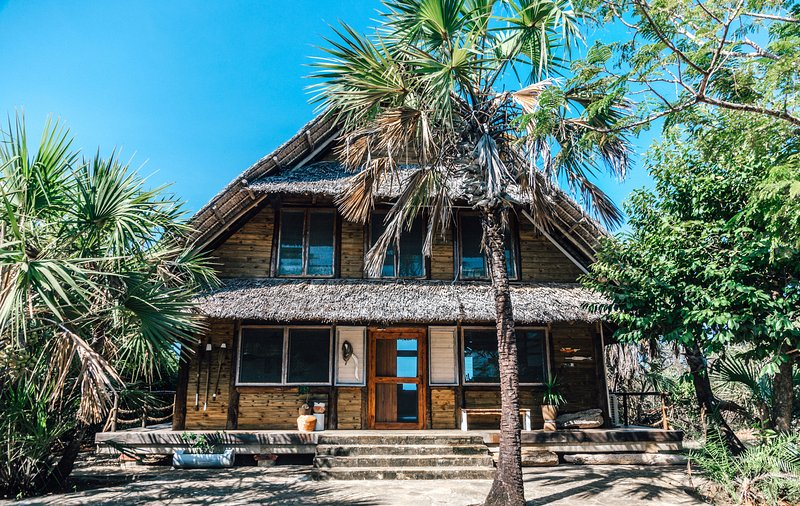 The Hideaway -at The Overhang, alquiler de vacaciones en Región de Dar es Salam