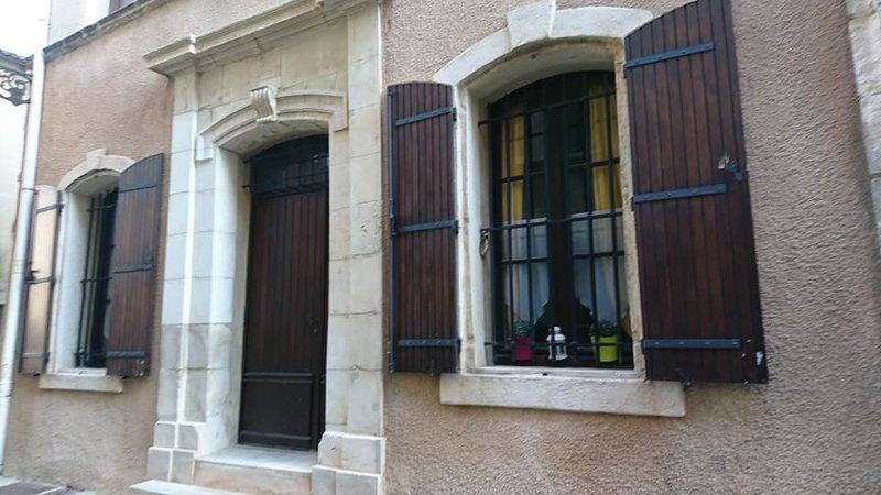Locations Vacances Arlésienne Chez GG  & KAKO, aluguéis de temporada em Fourques