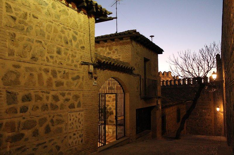 CASA DE BISAGRA. Casa 1: Casco histórico. Fácil acceso y aparcamiento, location de vacances à Bargas