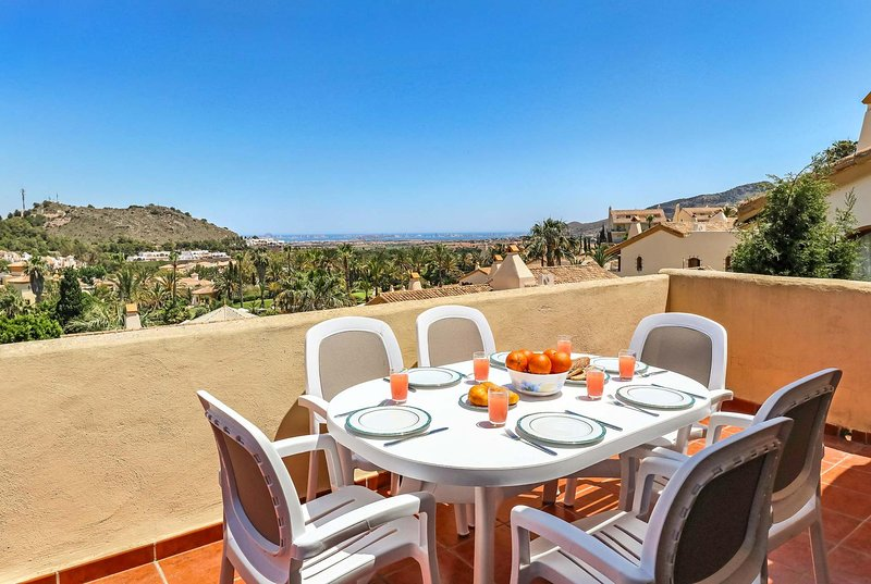 Centrally located 3 bed apartment with free WiFi, vacation rental in Portman