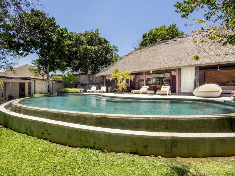 Villa Kayu Merah