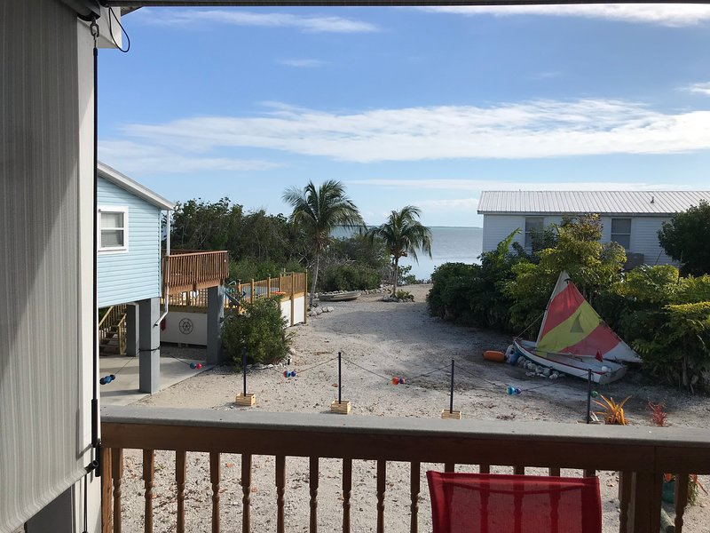 Yellow vacation home, water view, boat dock, heated private pool., holiday rental in Cudjoe Key