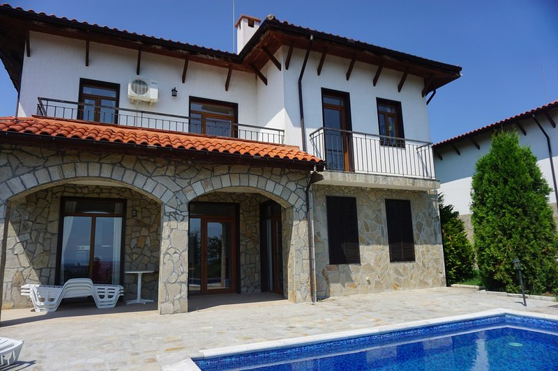 5 bedrooms / Sleeps 10 - Villa Kalina, Nessebar Gardens complex, Kosharitsa, holiday rental in Kosharitsa