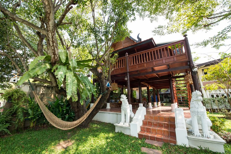 Phuttal Residence Traditional Thai House River View, Ferienwohnung in Ayutthaya