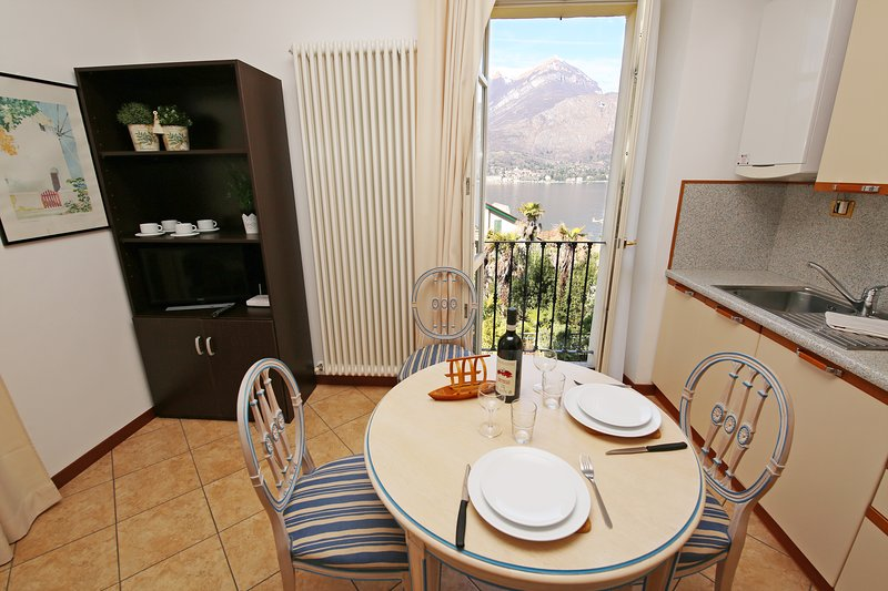 NICOLIN APARTMENT lake view in the hearth of town, vacation rental in Bellagio