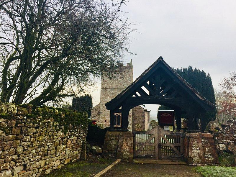 Iglesia de Skelton. Muchos paseos se pueden iniciar desde East Byre