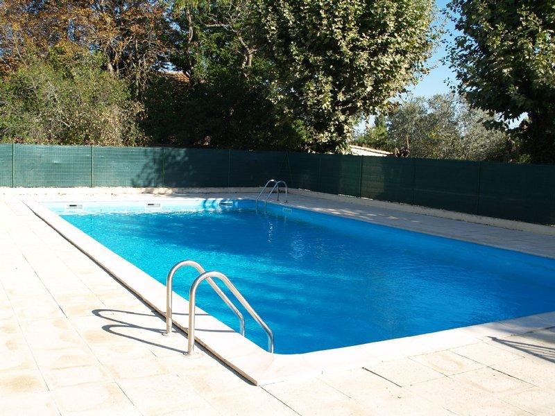 Studio-cabine, piscine, parking,plage 5mn, vacation rental in Villeneuve les Beziers