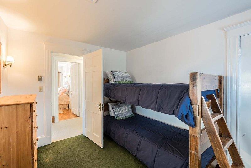 Camera da letto 2 ° livello, 2 letti singoli, sala da bagno per il 2 ° livello