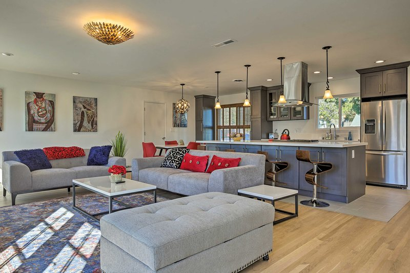 Decoração moderna e pops brilhantes de cor fazem desta casa de aluguer de férias se destacam!