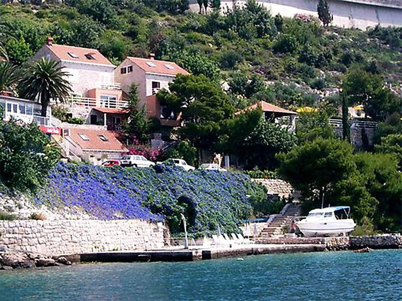 Villa Nerissa, Dubrovnik seafront villa with direct sea access and boat mooring, vacation rental in Dubrovnik