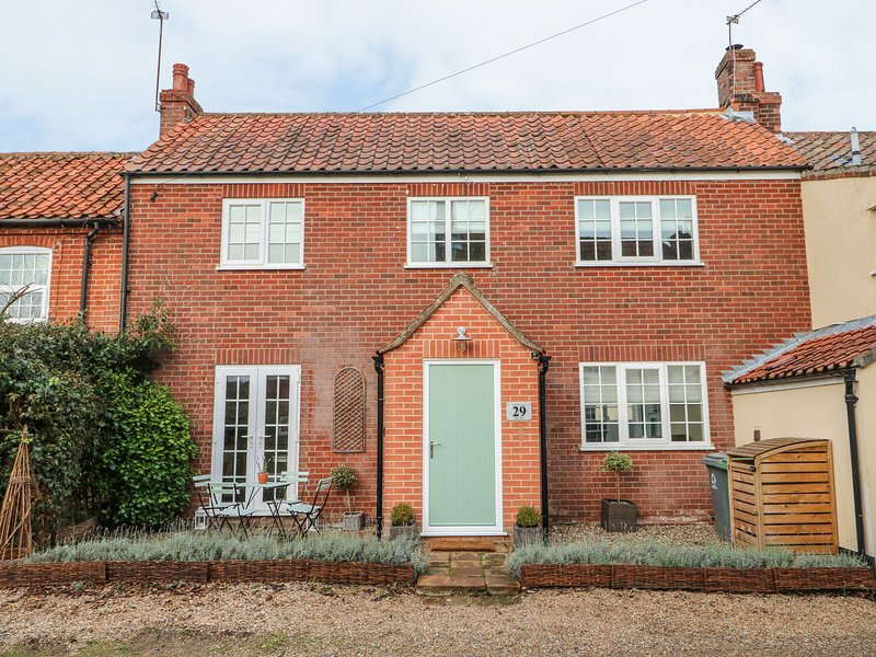 TELFORD COTTAGE,woodburner, patio area, close to the countryside, in Foulsham, location de vacances à Lyng