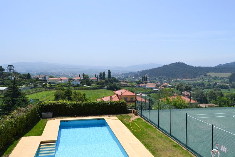 Abade de Neiva Villa Sleeps 12 with Pool - 5744378, holiday rental in Balugaes