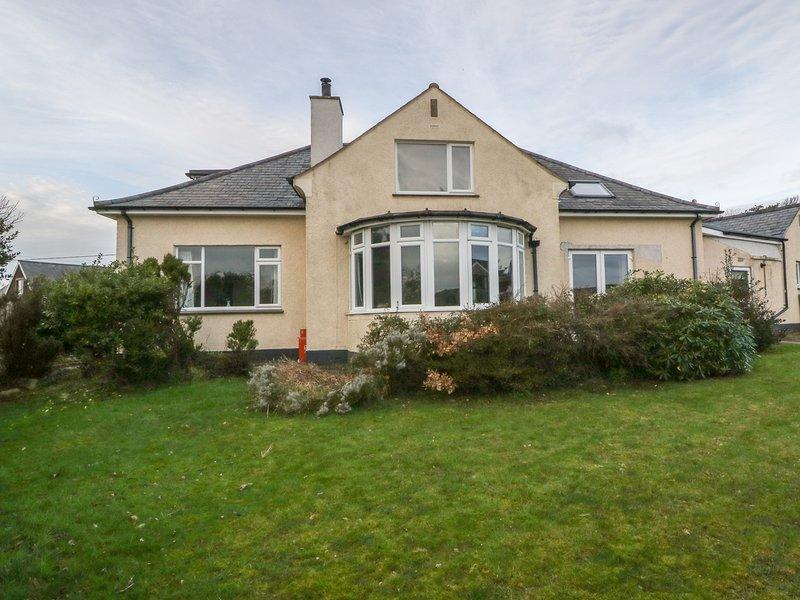 WESTVILLE, detached bungalow, en-suite shower room, family friendly, in, holiday rental in Criccieth