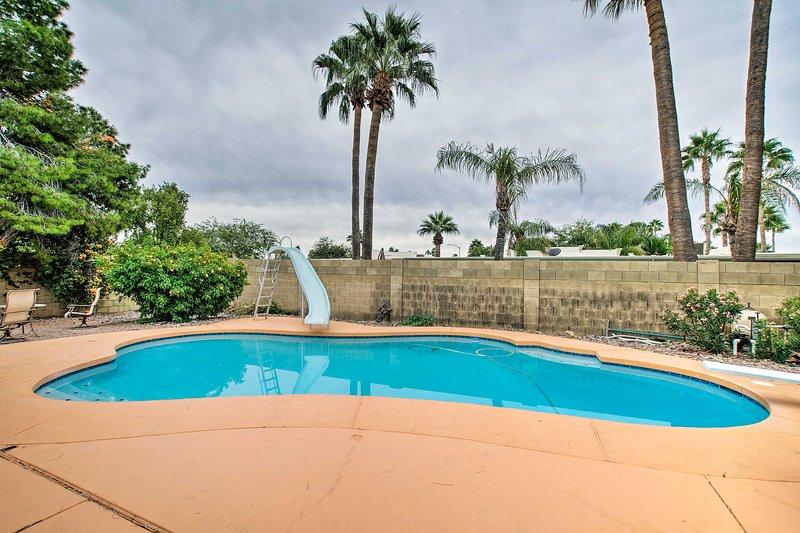 Com uma piscina privada, camas para 10 e mais, esta casa tem algo para todos.