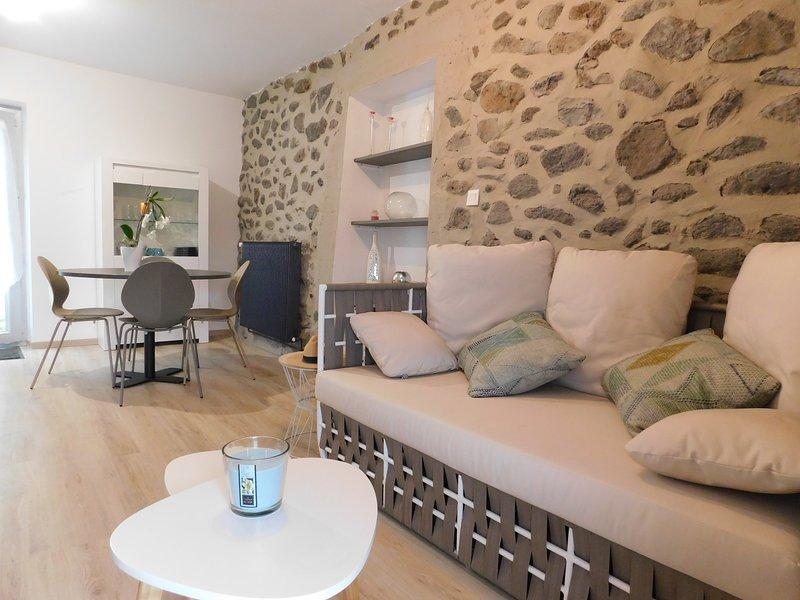 Gite 'Chante Duc', magnifique gîte entièrement neuf au cœur de la nature !, vacation rental in Coux