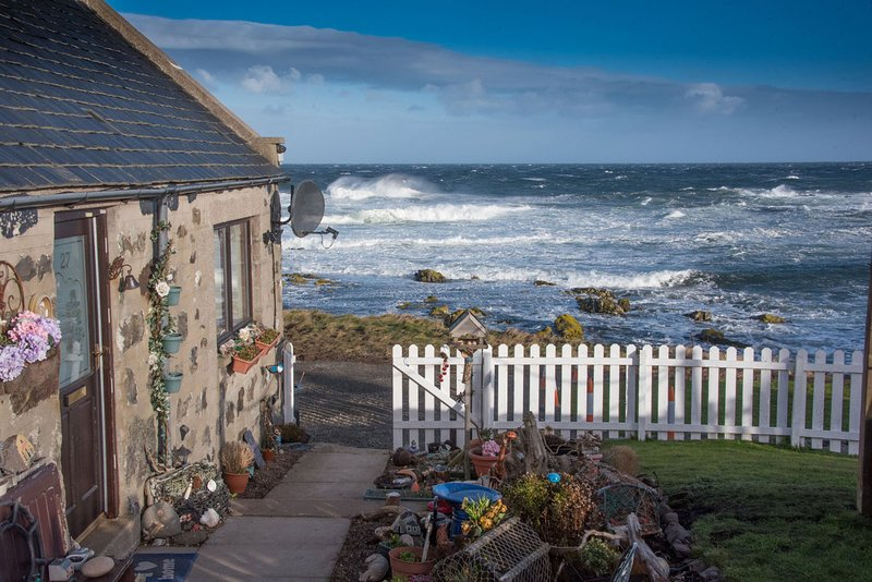 Pew with a View - Seafront Cottages, vacation rental in New Pitsligo