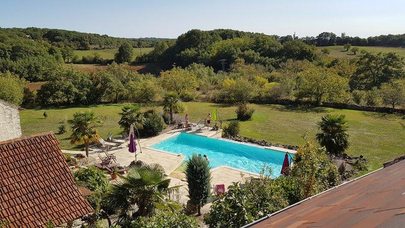 Gite La Noyeraie aux Arts du Bout, holiday rental in Degagnac