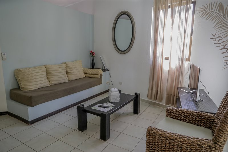 2 Bedroom Apartment  with Balcony 150m From Beach, holiday rental in Mal Pais