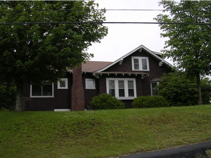 Spacious bungalow style house with 4 bedrooms and 1 1/2 baths. Near the VAST trail and down town.
