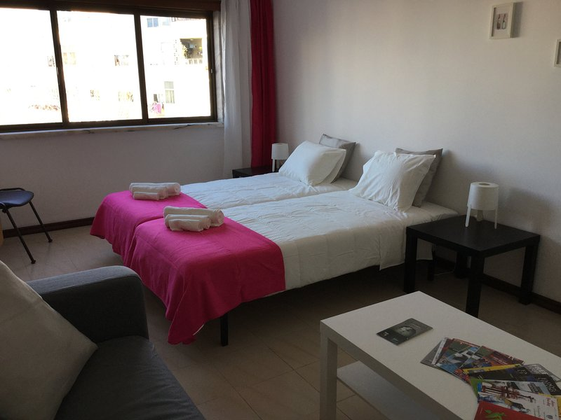 APARTMENT LISBON - REBOLEIRA (near metro/train), holiday rental in Alfragide