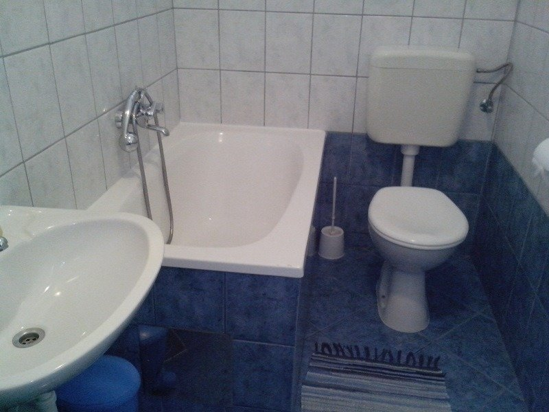 A2(3) bungalov: bathroom with toilet
