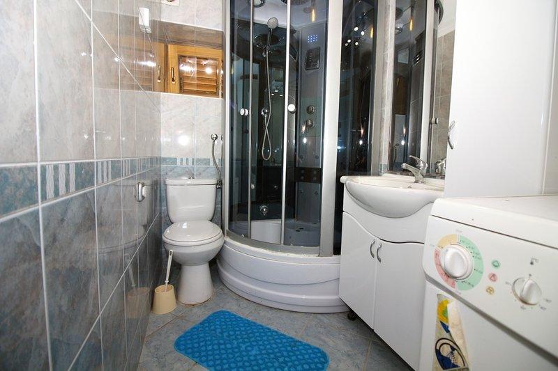 H (8 + 3): bagno con wc