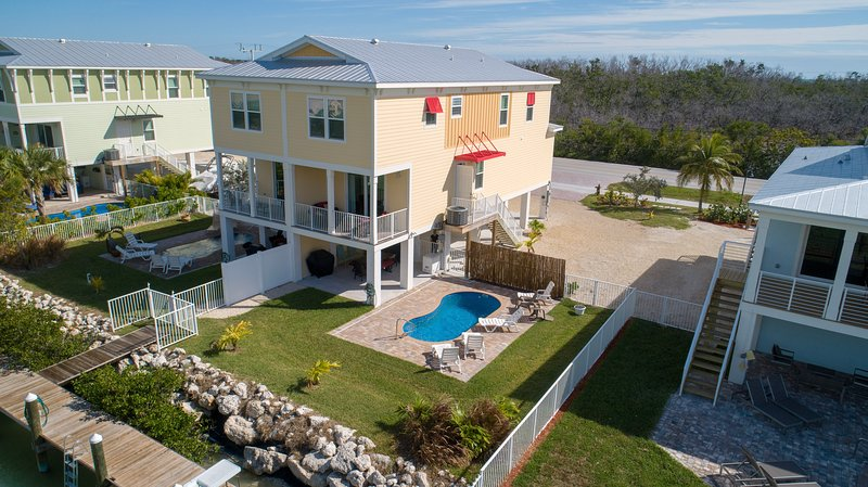 Relax Away- SOMBRERO BEACH- NEW 4BDRM W/ 40FT DOCK &  POOL, holiday rental in Marathon