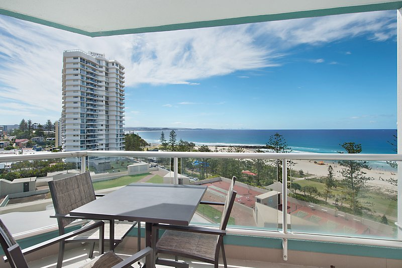 Ocean Plaza Unit 936 - Right on the beach in the centre of Coolangatta, vacation rental in Gold Coast