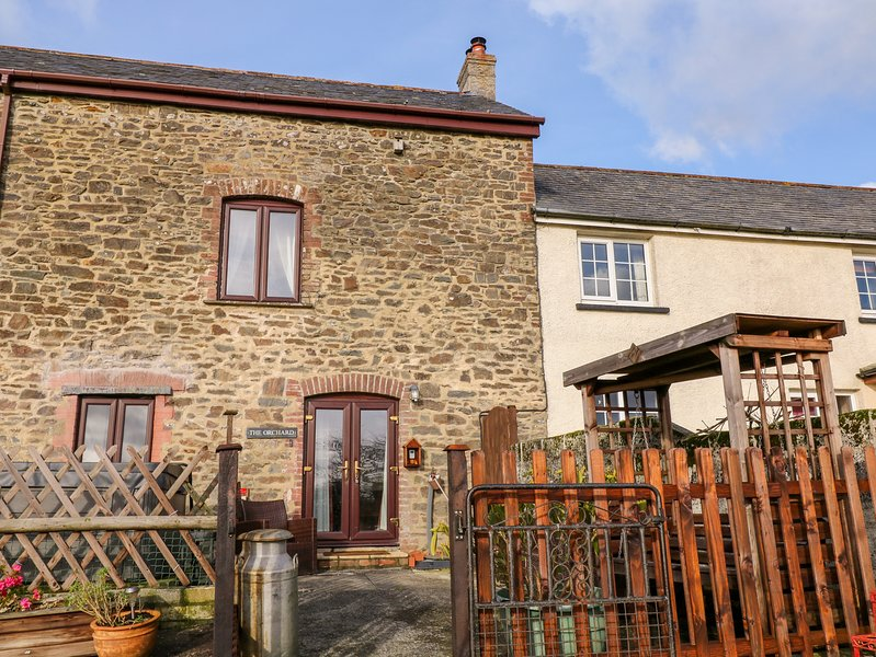 THE ORCHARD, upside down character cottage, woodburning stove, WiFi, mezzanine, holiday rental in Lydford