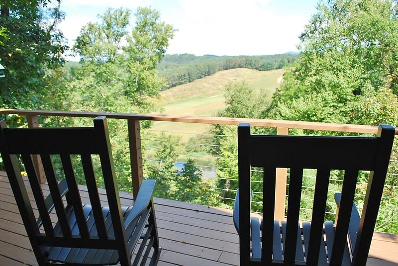 Carolina River Calm-River Access, Pet Friendly, Views, WIFI, Spacious, holiday rental in West Jefferson