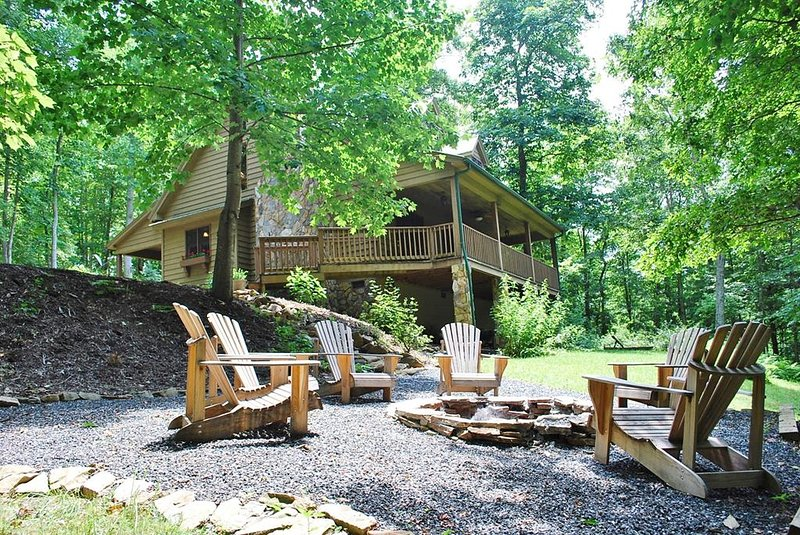 Tranquility-Upscale, Hot Tub, Pet Friendly, Fire Pit, AC,WIFI, Fireplace, Covere, alquiler vacacional en Piney Creek