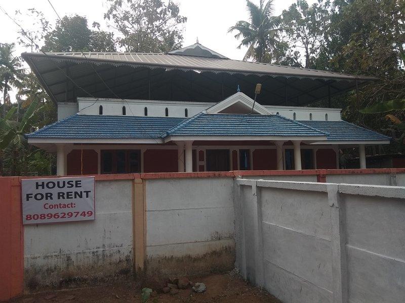 HOLIDAY HOME VARKALA -4Bedroom,1 Bedroom AC, vacation rental in Kottarakkara