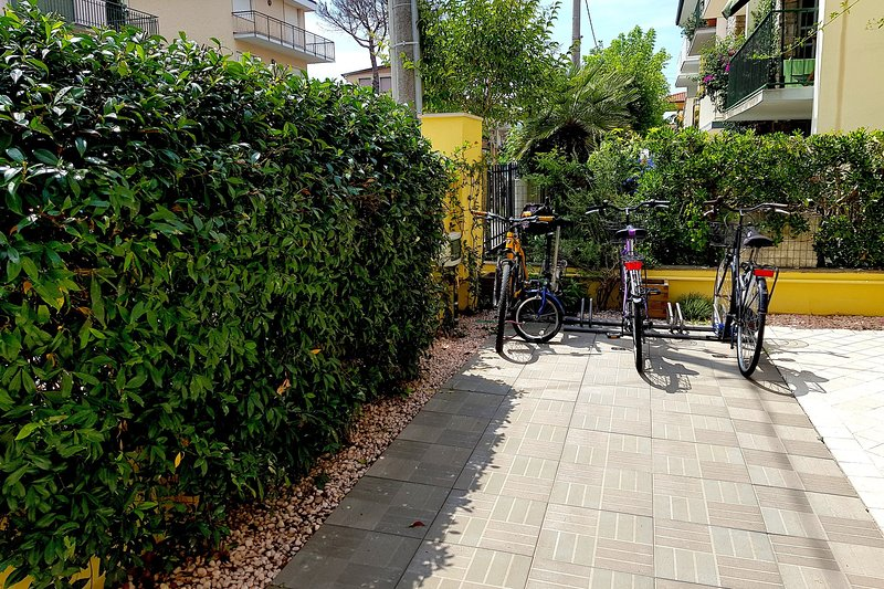 Private parking rack for bikes