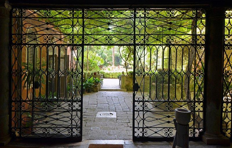 ingresso al giardino condiviso con le altre unità di questo palazzo