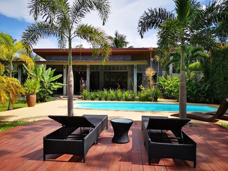 Naiyang Naithon unique loft pool villa, location de vacances à Sakhu