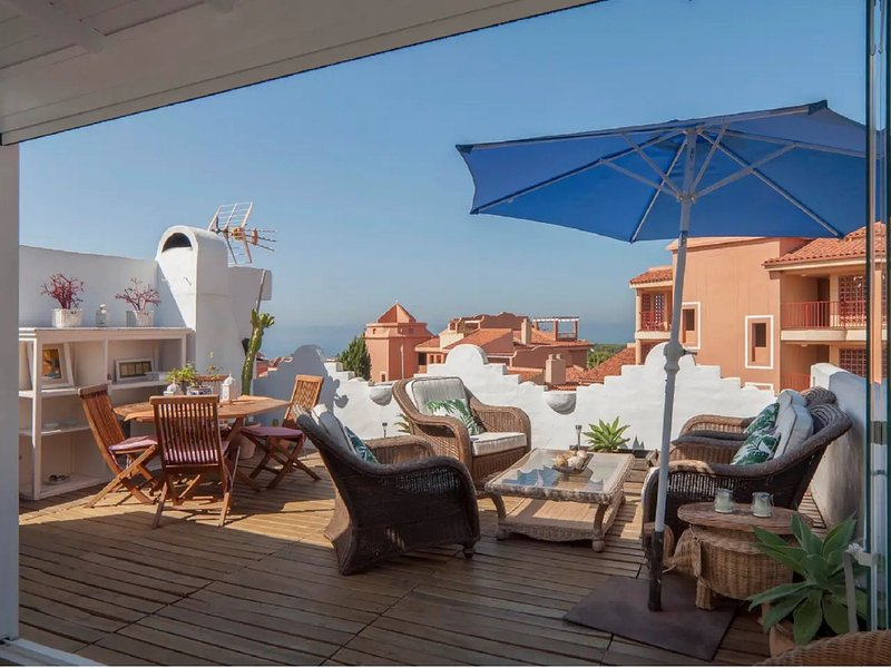 SUITUR IDYLLIC DUPLEX FOR FAMILIES, WITH SEA VIEWS AND SPECTACULAR TERRACE., vacation rental in Artola
