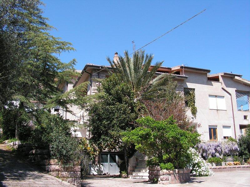 Villa Alvures, 1 room apartment, holiday rental in Bosa Marina