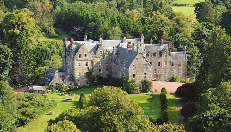 Luxury 5* Wing of Scottish Castle on Private Estate in Ayrshire - Sleeps 10, location de vacances à West Kilbride