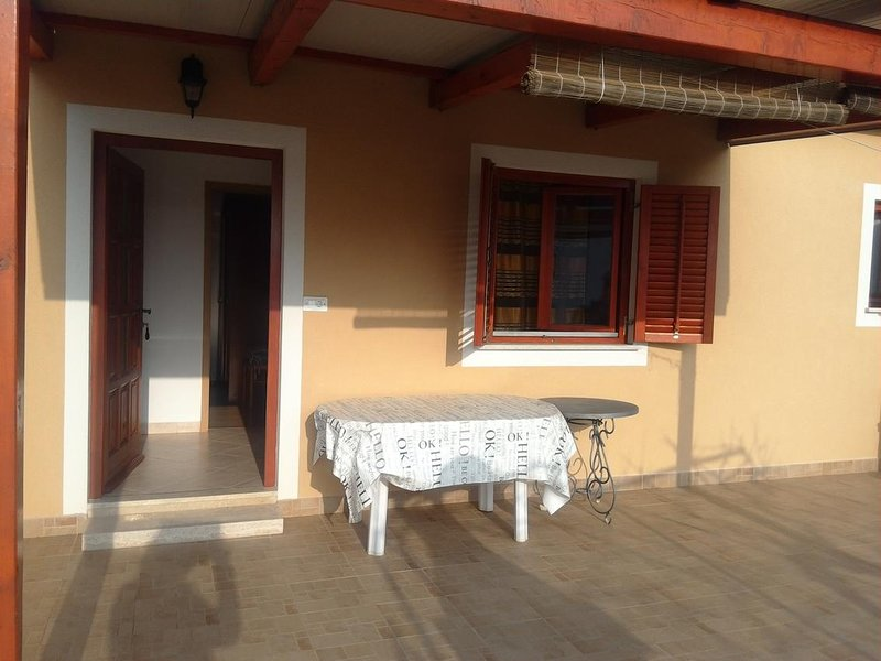 Basanija Apartment Sleeps 4 with Air Con - 5750063, holiday rental in Basanija
