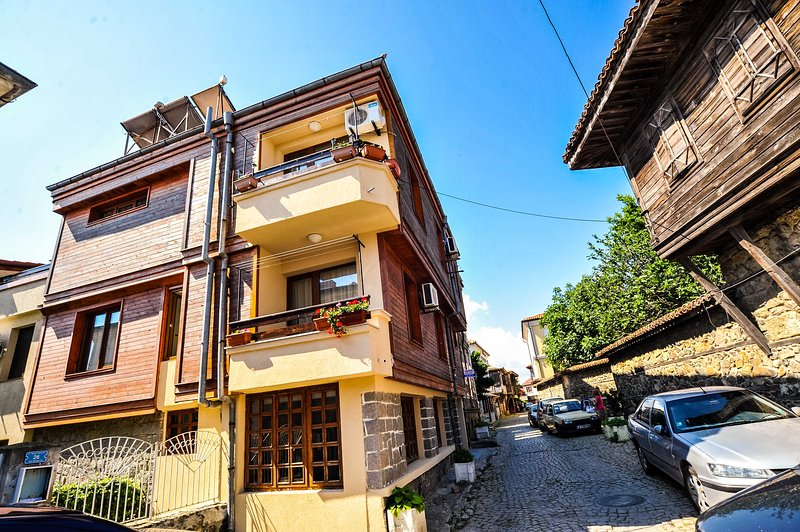 Exceptional Old Town Suite With Divine Sea Views, holiday rental in Sozopol