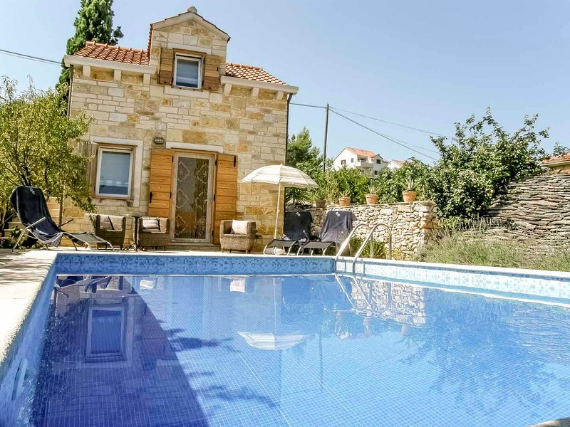 Villa San Pietro in the heart of fishing village Supetar & 300 metres from beach, vacation rental in Supetar