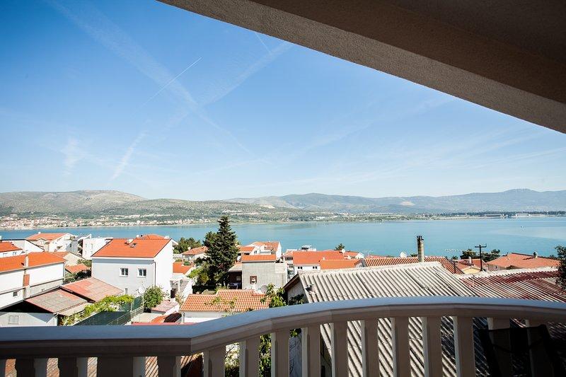 Lovely ❤ sea view apt for 2+1, beach at 250 m(Zoran A1), location de vacances à Mastrinka