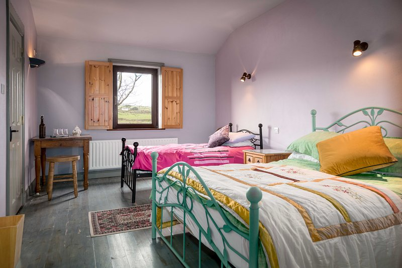 Tig Bhric & West Kerry Brewery Room 1, holiday rental in Dunquin
