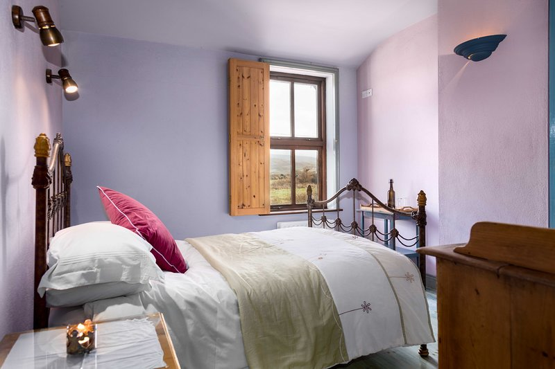 Tig Bhric & West Kerry Brewery Room 4, holiday rental in Dunquin