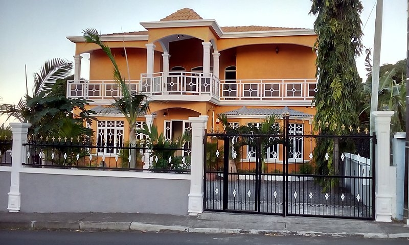 La Mirage Residence Guesthouse, holiday rental in Flacq District
