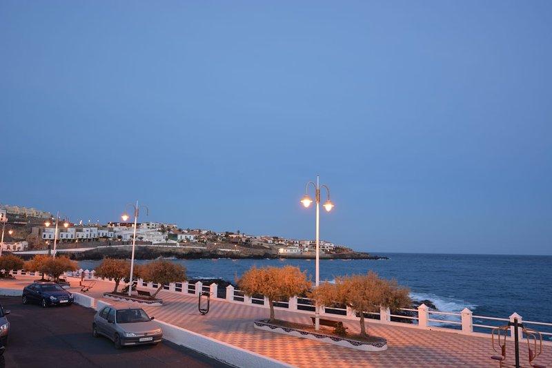 APartment facing directly the sea, alquiler de vacaciones en Porís de Abona